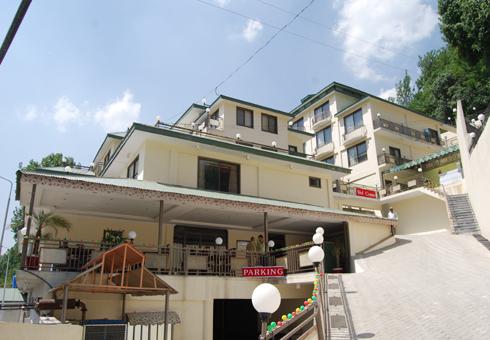 Gulf-palace-hotel-exterior-rawalakot