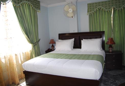 Gulf-palace-hotel-rawalakot-standard-room