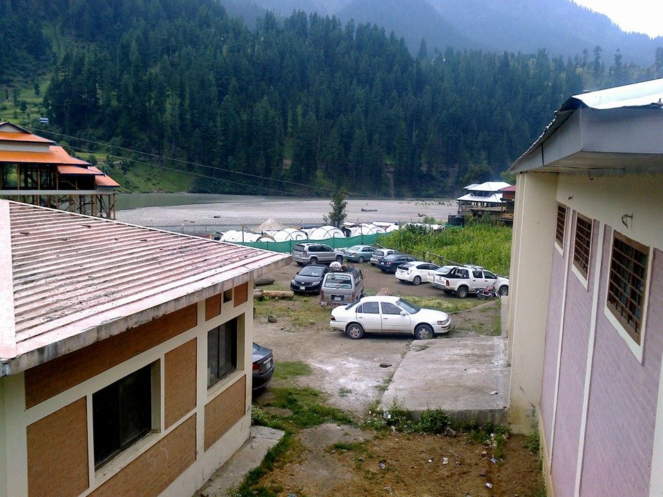 zoom-guest-house-sharda-neelum-valley-camping-river-side