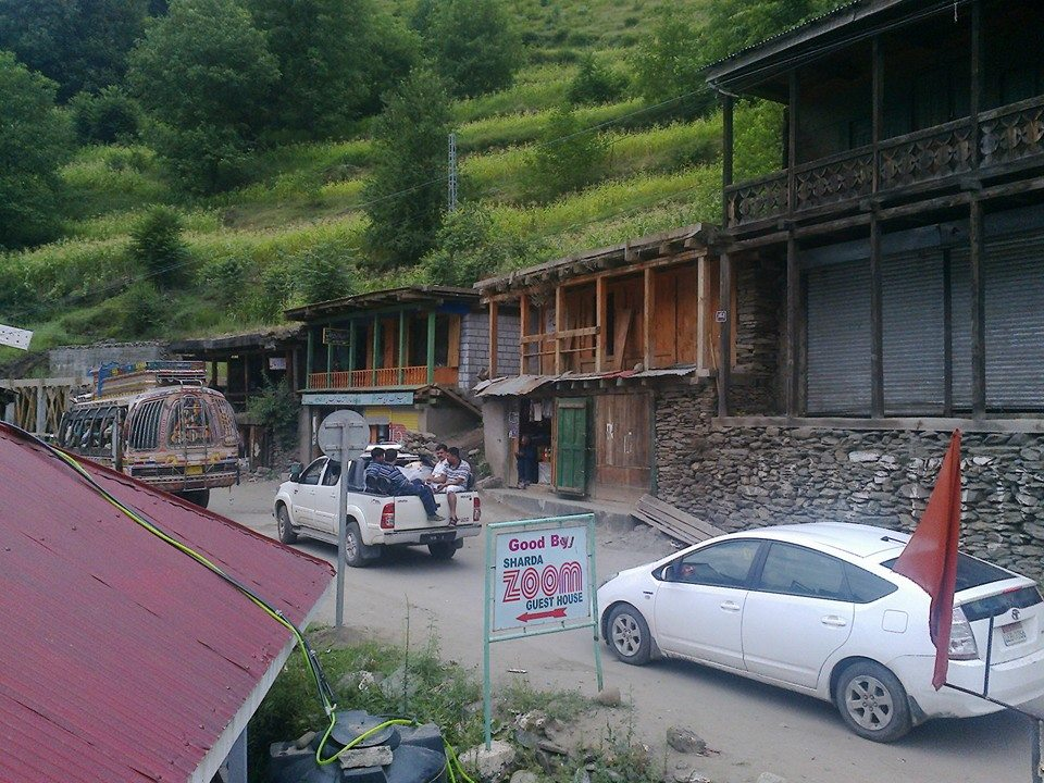 zoom-guest-house-sharda-neelum-valley-road-side