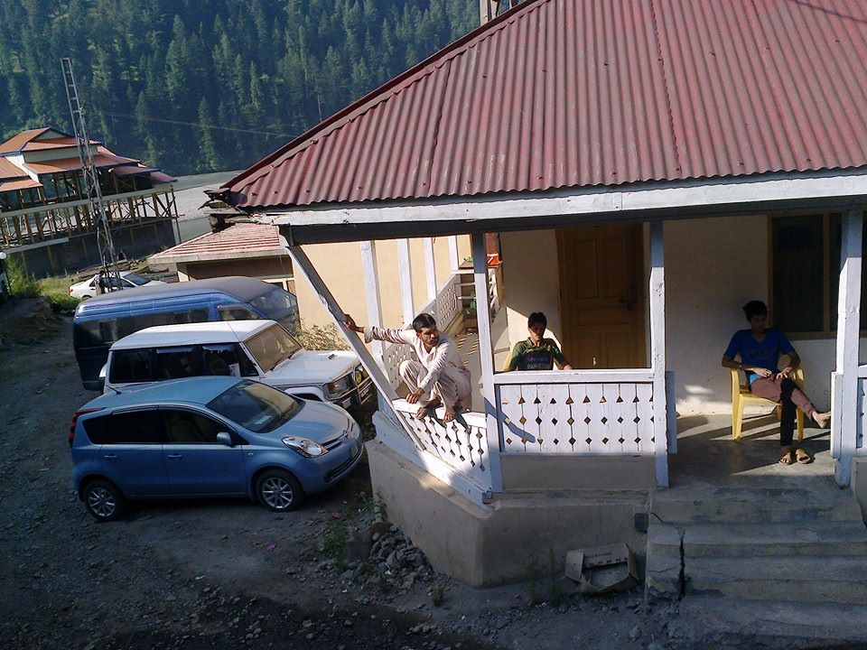 zoom-guest-house-sharda-parking