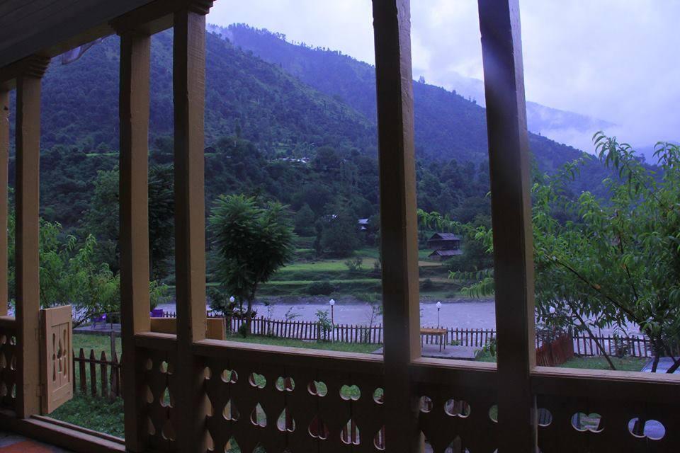 Poshmaal-guest-house-keran-neelum-lawn