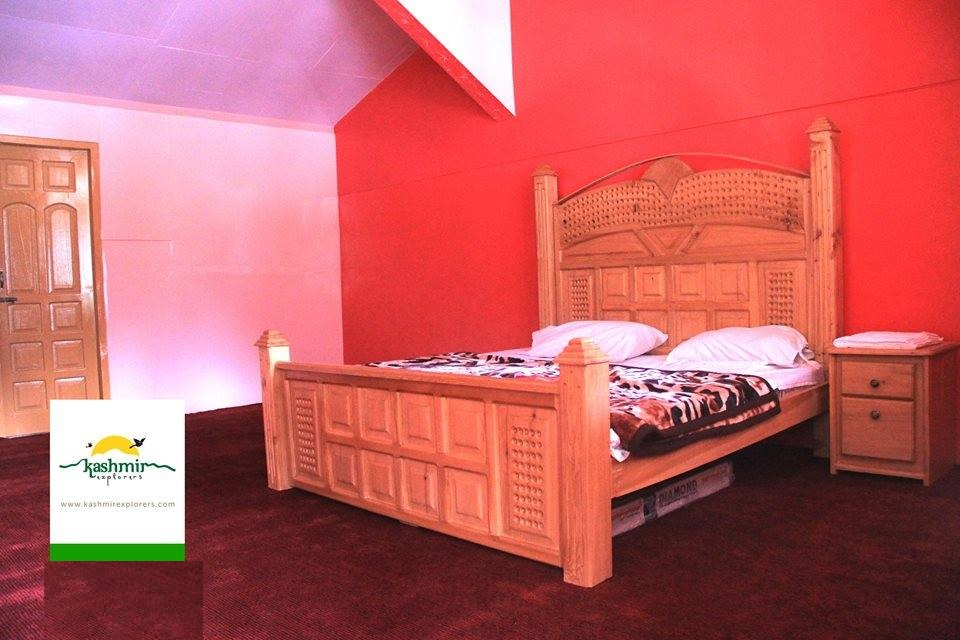 Poshmaal-guest-house-keran-neelum-valley-bed-room