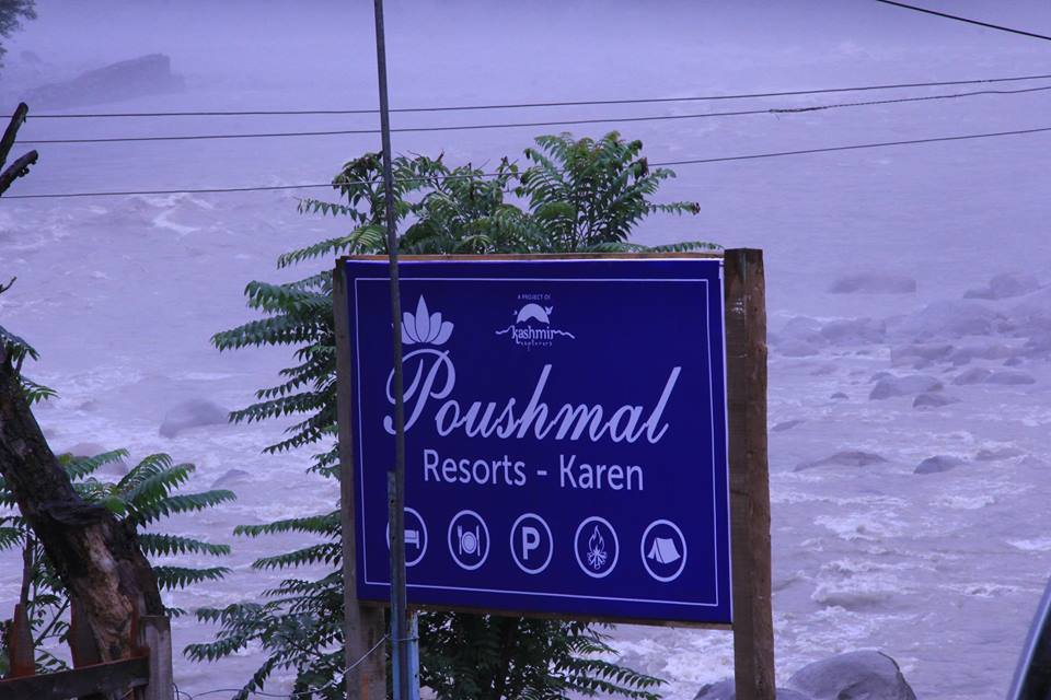 Poshmaal-guest-house-keran-neelum-valley-river-view
