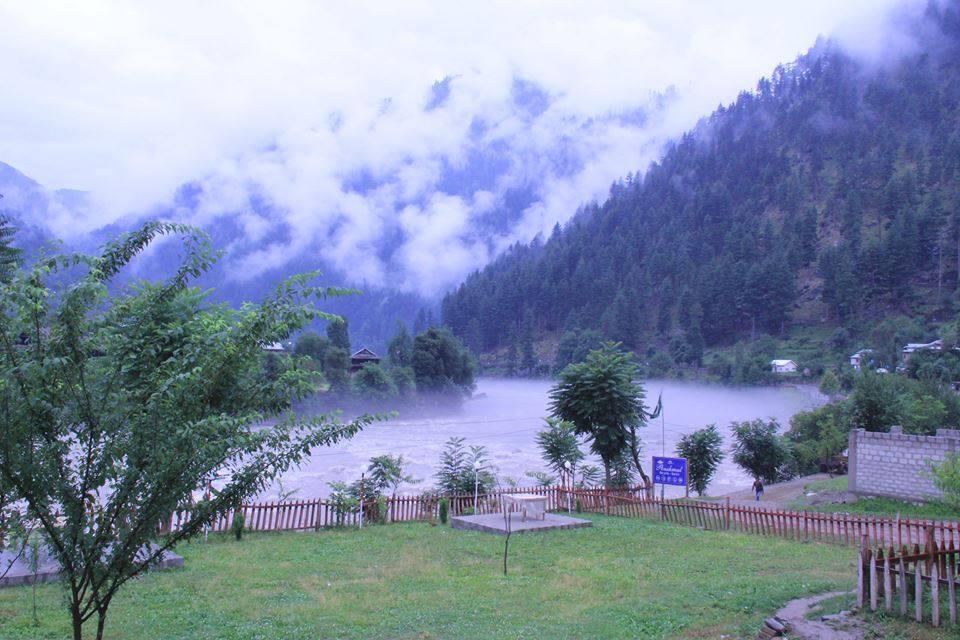 Poshmaal-guest-house-keran-neelum-valley-view-river