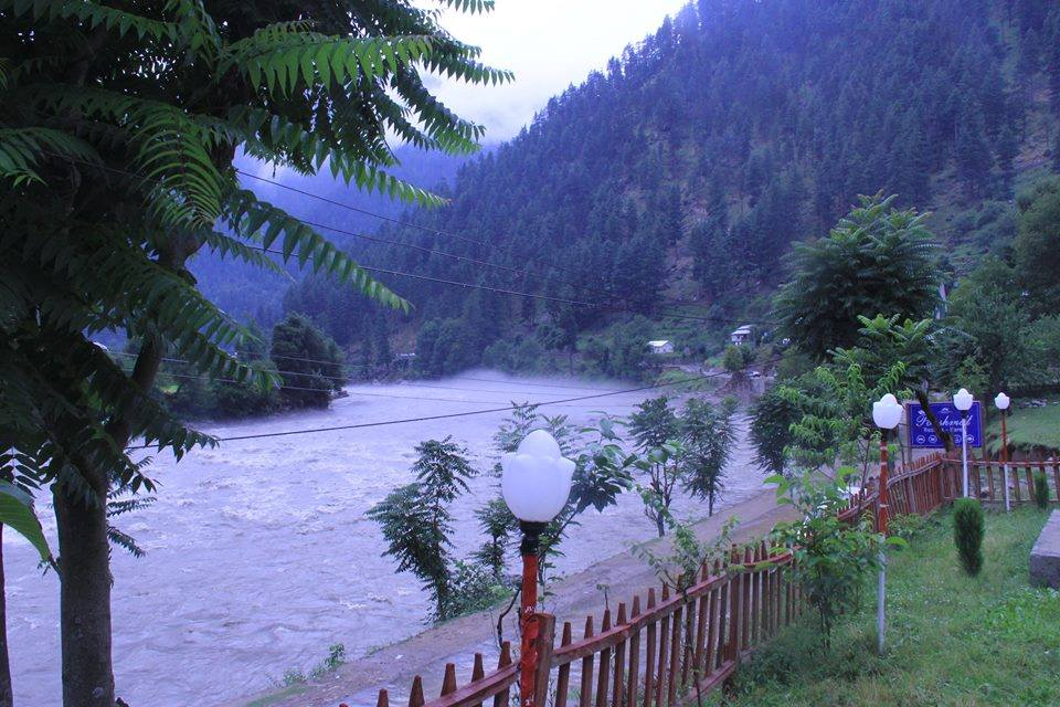 Poshmaal-guest-house-keran-neelum-valley-view