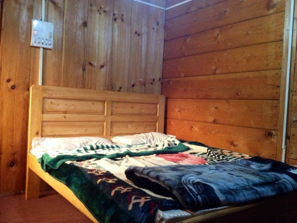 Gaash_valley-Guest-House-Double-bed-standard-room-reservation-Sharda-Hotel-2