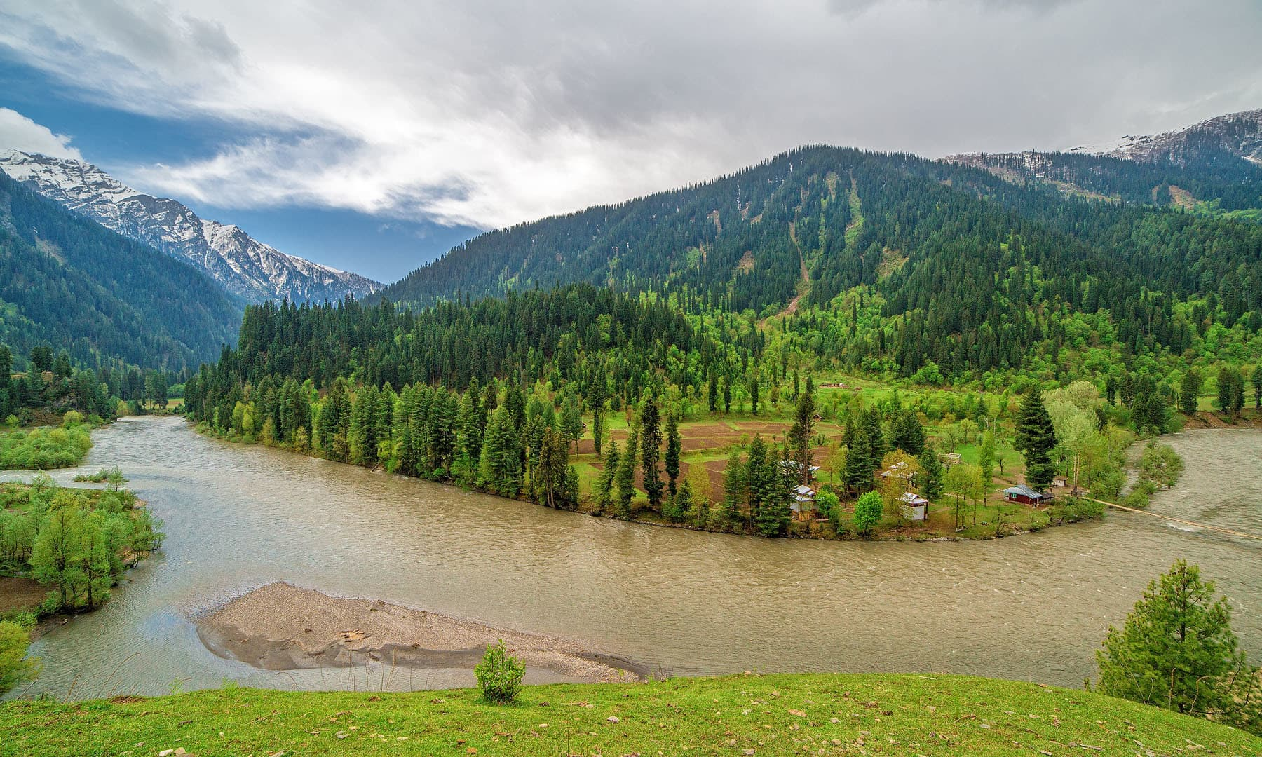 Neelum Valley Family Tour Package