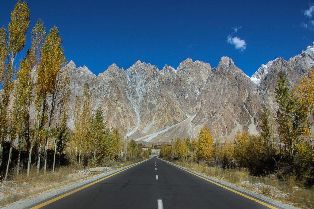 Places_to_visit_in_Hunza_Picture_Passu_Cones_2,_Hunza,_Pakistan-min