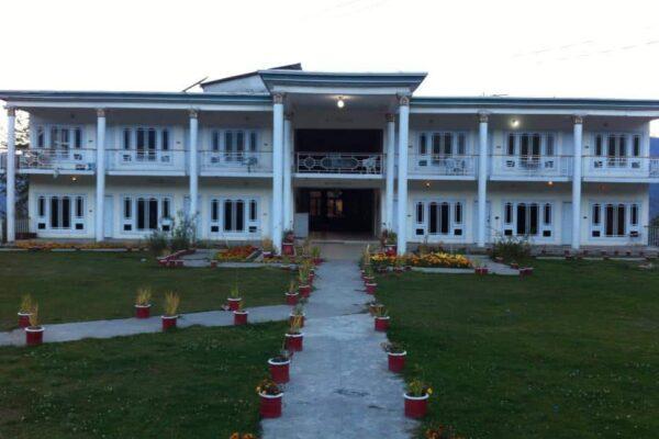 hill top hotel shogran
