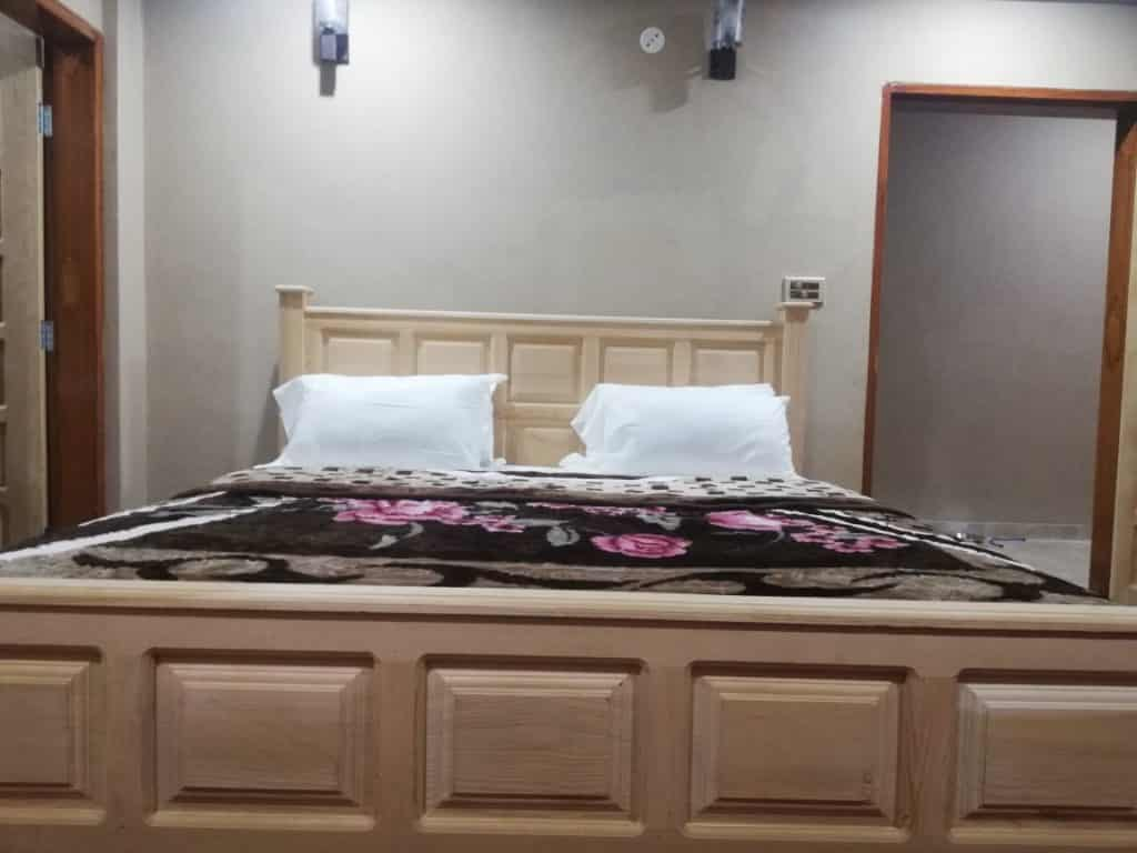 The lodge guest house sharda