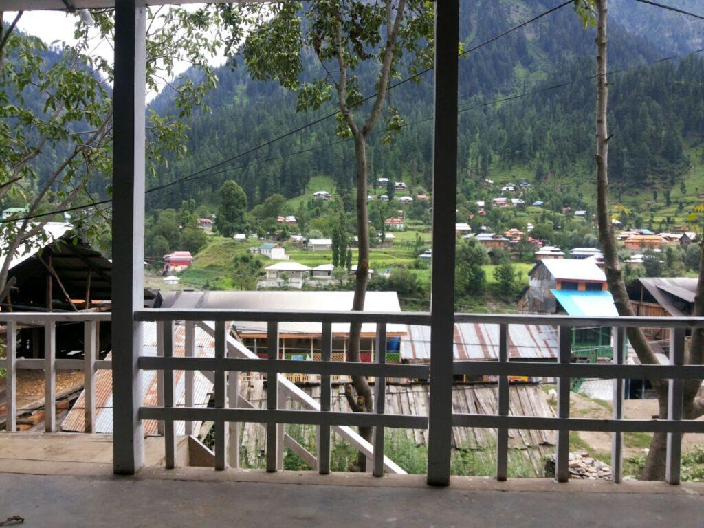 1452592473_Kashmir-Lodges-Sharda-View-exterior
