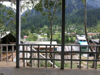 1452592473_Kashmir-Lodges-Sharda-View-exterior