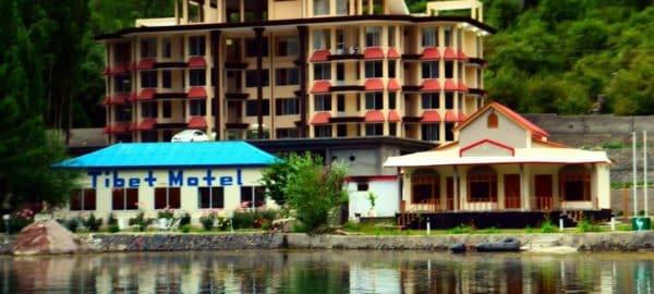 1453362392_Tibet-Motel-Shangrilla-lake-exterior
