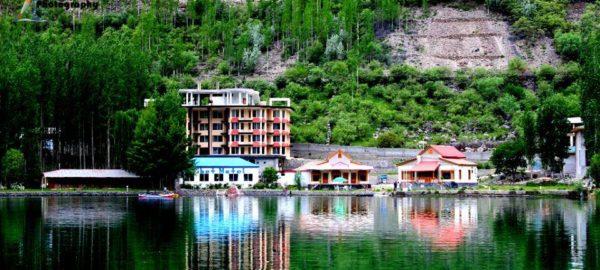 1453362397_Tibet-Motel-Shangrilla-lake-exterior-23