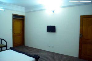 1453362423_Tibet-Motel-Shangrilla-lake-bed-room-interior