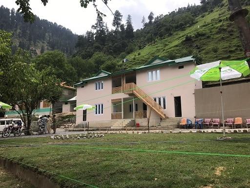 Exterior-Pine-Park-lodges-Keran-Neelum-Valley