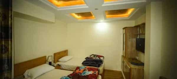 Hotel Himalaya Skardu twin bed
