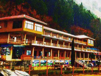 Hotel-Pine-Track-Green-Food-Hut-Balakot-1