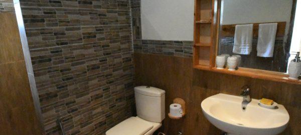 Walnut Heights Kalam bathroom
